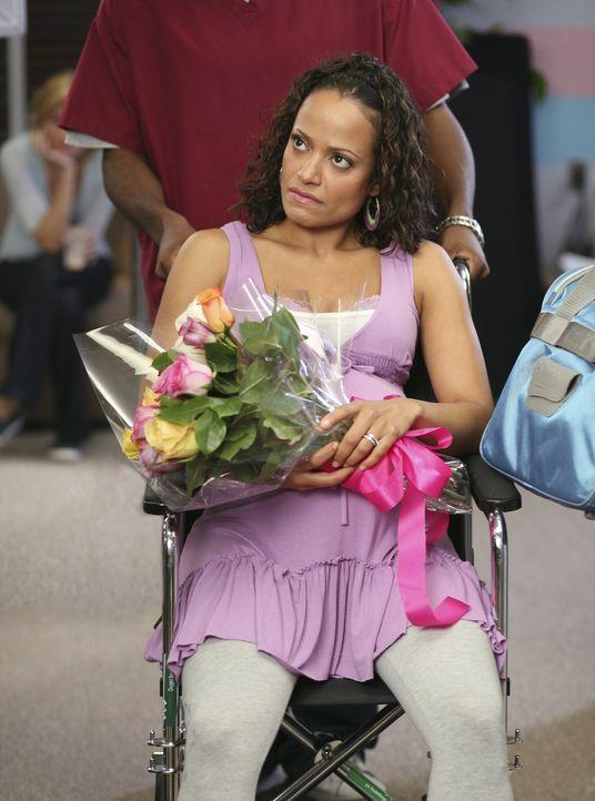 Turk versucht Carla (Judy Reyes) dazu zu überreden, wieder nach Hause zu kommen, da das Krankenhaus sehr teuer ist, doch Carla erklärt, dass sie noc... - Bildquelle: Touchstone Television
