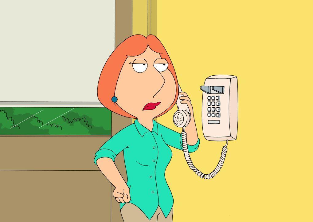 Als Lois erfährt, was Chris als persönlicher Assistent bei Quagmire wirklich machen muss, ruft sie sofort bei Quagmire an. Sie dachte, er würde nur... - Bildquelle: 2016-2017 Fox and its related entities. All rights reserved.