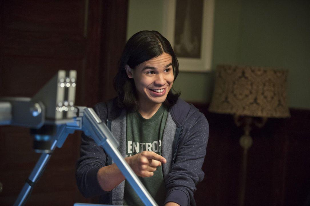 Macht im Elternhaus von Barry eine erstaunliche Entdeckung: Cisco (Carlos Valdes) ... - Bildquelle: Warner Brothers.