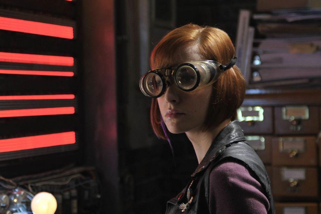 Der Versuch, ihren Bruder aus der Parallelwelt zu retten, brachte Claudia Donovan (Allison Scagliotti) ins Warehouse 13 - jetzt gehört sie fest zum... - Bildquelle: Philippe Bosse SCI FI Channel
