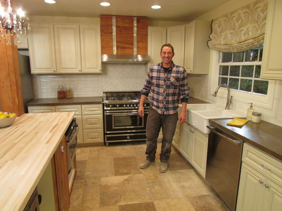 (10. Staffel) - Bauunternehmer Josh Temple sucht in Baumärkten nach Heimwerkern, die Hilfe benötigen. Wer Joshs Hilfe annimmt, erhält innerhalb von... - Bildquelle: 2013, DIY Network/Scripps Networks, LLC. All Rights Reserved.