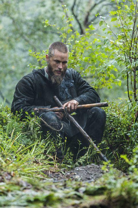 Muss sich von seinem Vertrautem verabschieden: Ragnar (Travis Fimmel) ... - Bildquelle: 2015 TM PRODUCTIONS LIMITED / T5 VIKINGS III PRODUCTIONS INC. ALL RIGHTS RESERVED.