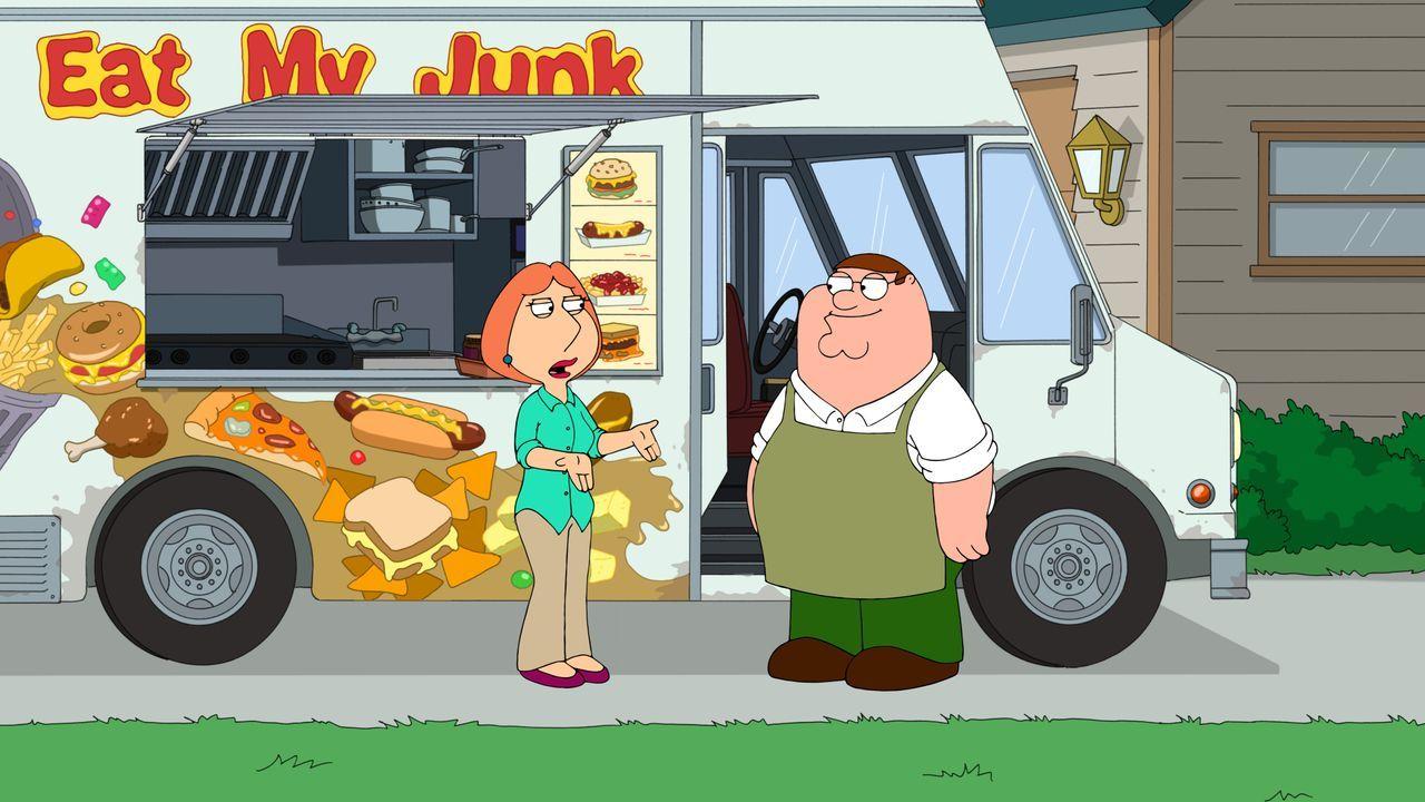 Entsetzt über Peters (r.) Kauf eines Foodtrucks möchte ihn Lois (l.) dazu bringen, gesund zu essen und den Truck aufzugeben. Als sich Peter weigert,... - Bildquelle: 2016-2017 Fox and its related entities. All rights reserved.