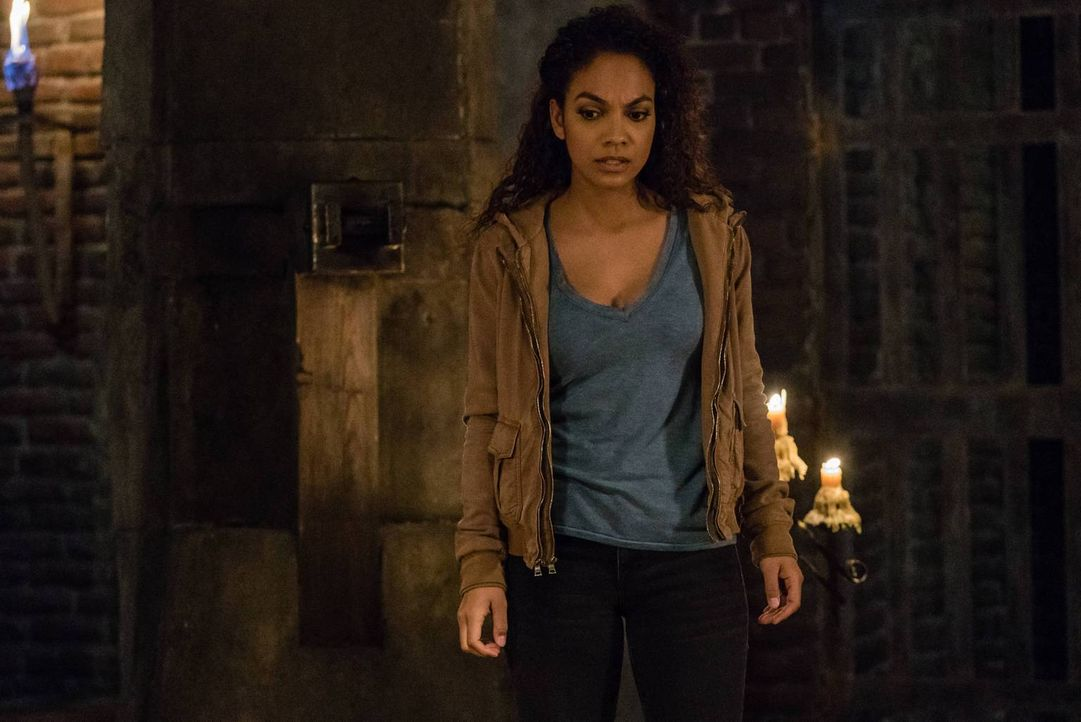 Jenny (Lyndie Greenwood) muss nicht nur ein Opfer bringen, um Crane und vielen Menschen in Sleepy Hollow das Leben zu retten ... - Bildquelle: 2015-2016 Fox and its related entities.  All rights reserved.