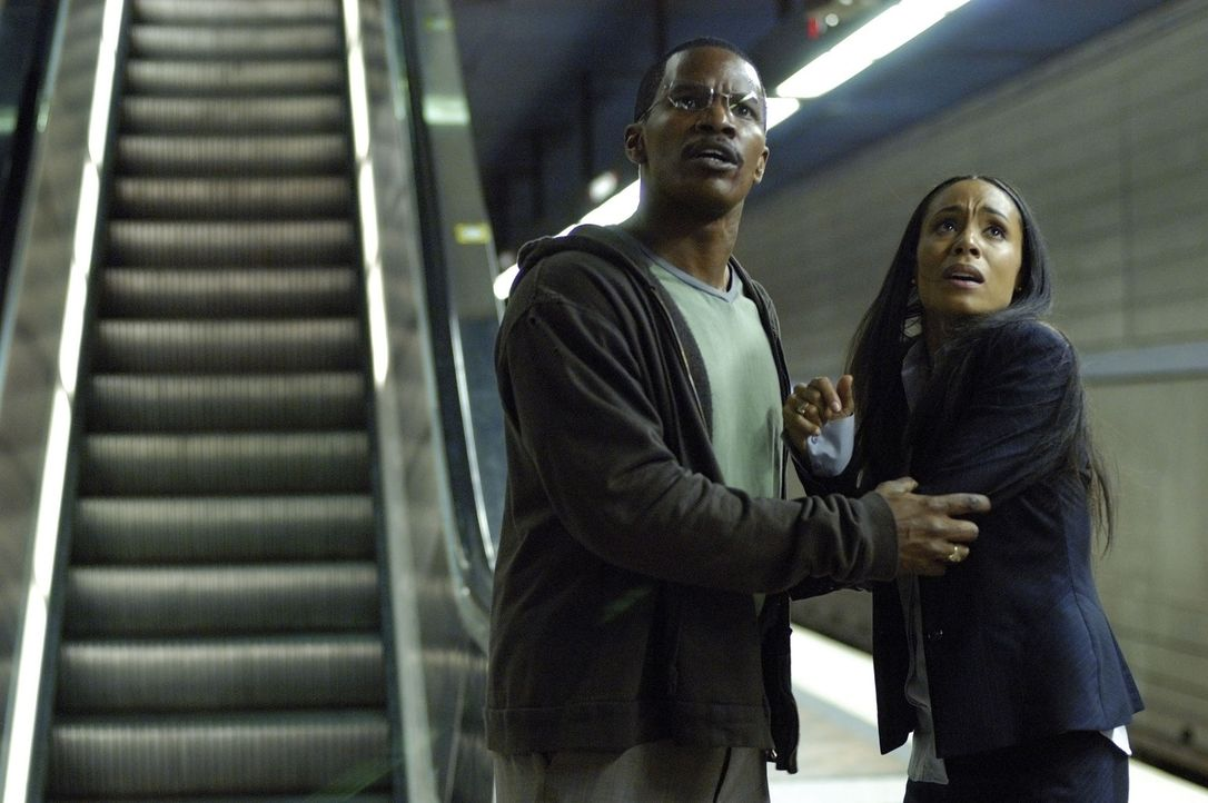 Zufällig erfährt Max (Jamie Foxx, l.), dass das nächste avisierte Mordopfer eine gute Bekannte von ihm ist: Staatsanwältin Annie (Jada Pinkett Smith... - Bildquelle: TM &   Paramount Pictures. All Rights Reserved.
