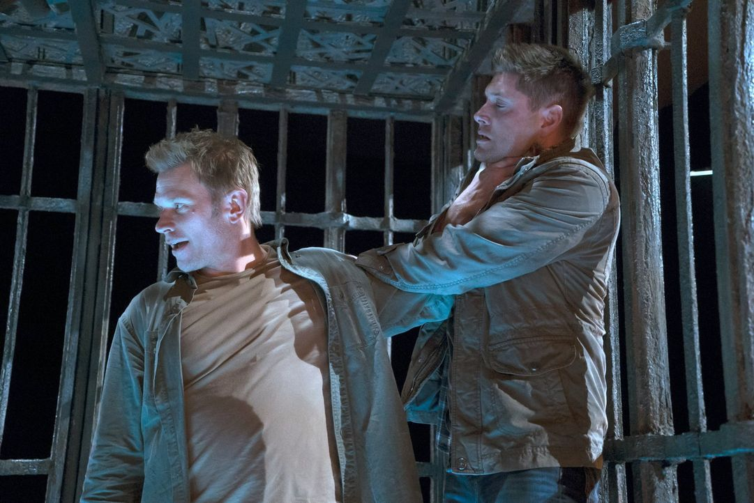 Lucifer (Mark Pellegrino, l.) verfolgt einen perfiden Plan, um Sam dazu zu bringen, ihm seinen Körper als Hülle zu überlassen, doch Dean (Jensen Ack... - Bildquelle: 2014 Warner Brothers