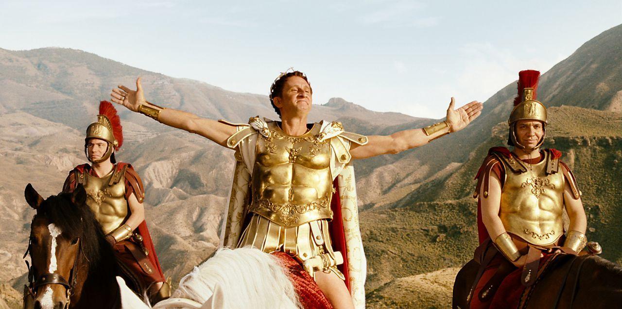 Ave Caesar! Doch sein Adoptivsohn Brutus (Benoît Poelvoorde, M.) strebt nach dem Caesaren-Thron ... - Bildquelle: Constantin Film