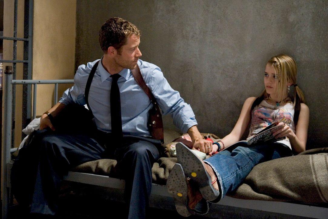 Zufällig landen Jack Carter (Colin Ferguson, l.) und seine Tochter Zoe (Jordan Hinson, r.) in Eureka, einem kleinen Städtchen, in dem nichts normal... - Bildquelle: Universal Television