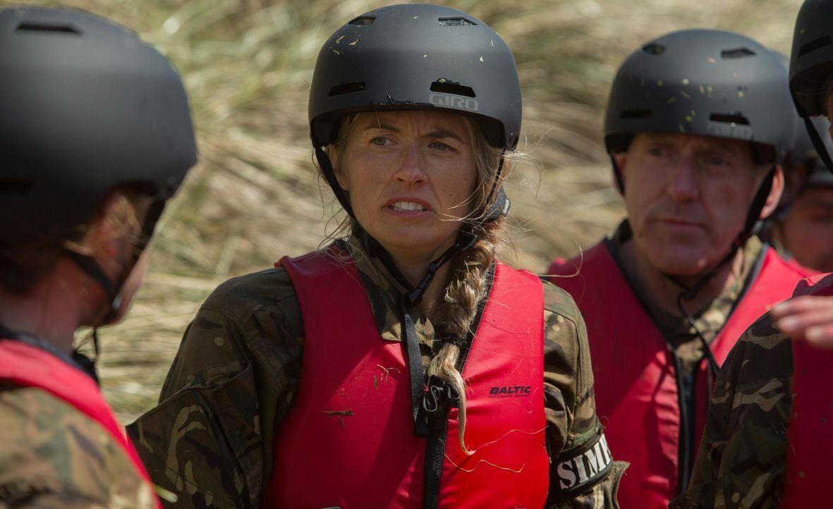 Die Bootcamp-Teilnehmer müssen 40 Stunden ohne Schlaf auskommen, sich durch das walisische Gebirge jagen lassen und andere heftige Strapazen überste... - Bildquelle: Adrian Rogers 2015 BBC