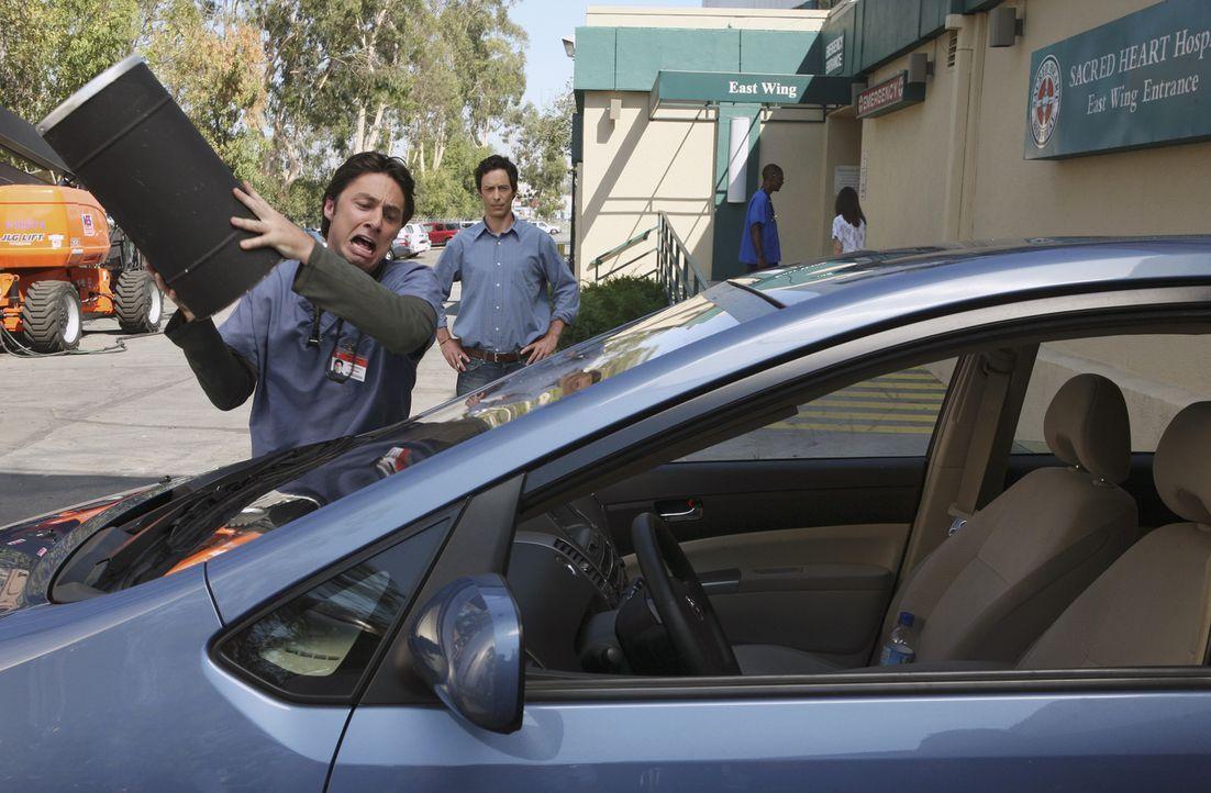 J.D. (Zach Braff, vorne) hat Zweifel an der Großzügigkeit seines Bruders Dan (Thomas Cavanagh, hinten). Er glaubt, dass er ihn wieder einmal auf den... - Bildquelle: Touchstone Television