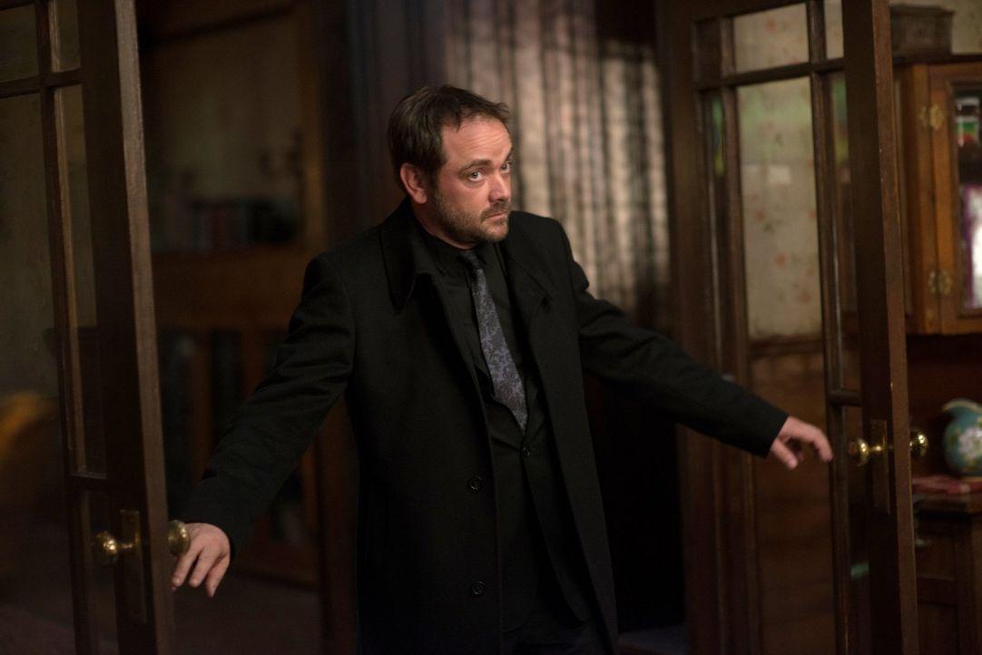 Crowley (Mark Sheppard) will seinen Platz als König der Hölle endgültig unbestreitbar machen und sucht nach einer besonderen Klinge, um Abaddon tote... - Bildquelle: 2013 Warner Brothers
