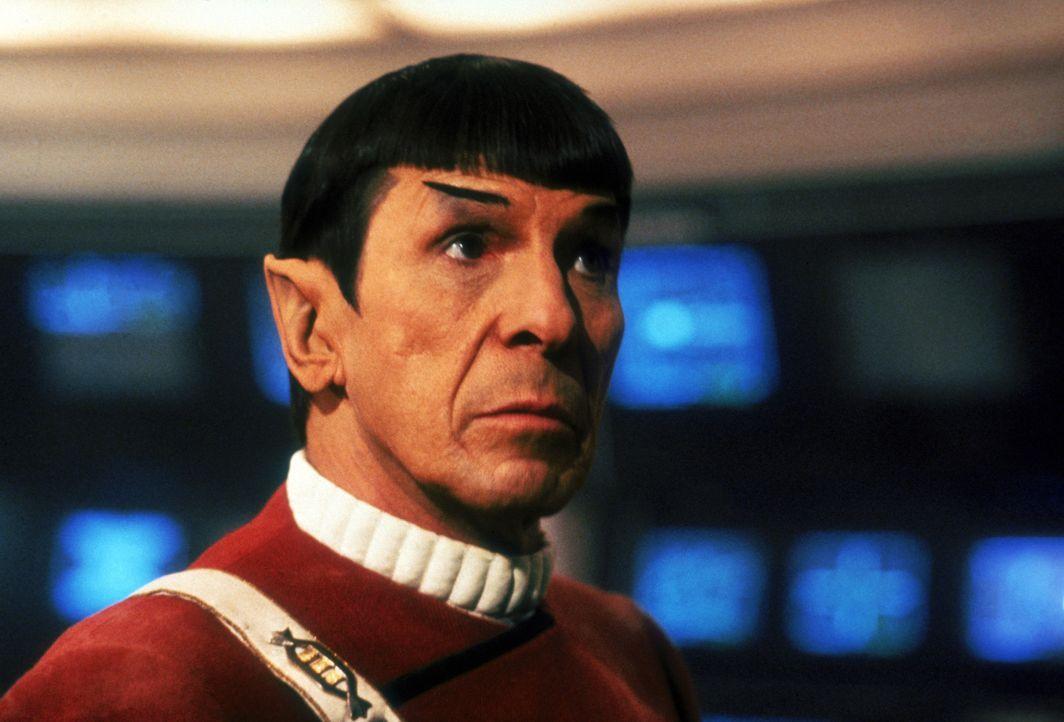 Der Vulkanier Sybok hat die Kontrolle über die Enterprise übernommen. Capt. Spock (Leonard Nimoy) und sein Team überlegen, wie sie ihm diese wied... - Bildquelle: 2003 By Paramount Pictures All Rights Reserved