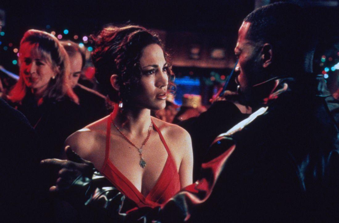 Als Charlie erfährt, dass sein Bruder John (Wesley Snipes, r.) sich Grace (Jennifer Lopez, l.) geschnappt hat, in die er auch verliebt war, dreht er... - Bildquelle: Columbia Tristar
