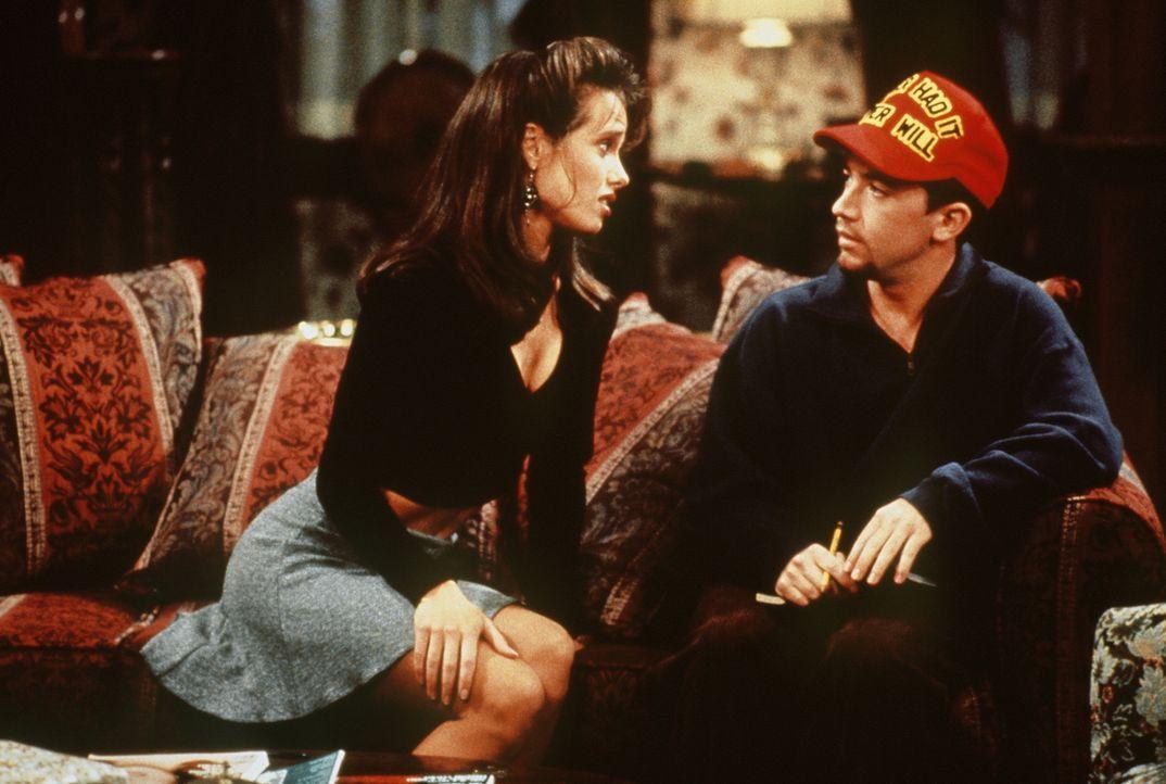 Bud (David Faustino) kann sein Glück kaum fassen: endlich eine Frau, die bei seinem Anblick nicht gleich schreiend die Flucht ergreift. - Bildquelle: Sony Pictures Television International. All Rights Reserved.