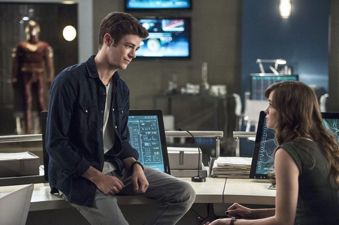Eigentlich hatten Barry (Grant Gustin, l.) und Caitlin (Danielle Panabaker, r.) gehofft, dass sie mit Dr. Hewitt einen neuen, guten Partner gefunden... - Bildquelle: 2015 Warner Brothers.