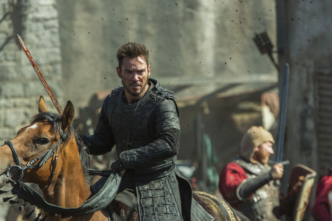 Während Aethelwulf und Alfred bei dem Sturm auf York in Lebensgefahr geraten, erkennt Bischof Heahmund (Jonathan Rhys Meyers), mit was für einem Hee... - Bildquelle: 2017 TM PRODUCTIONS LIMITED / T5 VIKINGS III PRODUCTIONS INC. ALL RIGHTS RESERVED.