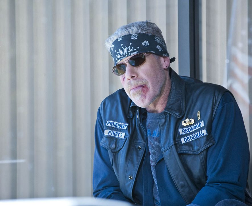 Als Clay (Ron Perlman) erfährt, dass Zobelle aus dem Knast entlassen wurde, sieht er den perfekten Zeitpunkt für seinen Rachefeldzug gekommen ... - Bildquelle: 2009 Twentieth Century Fox Film Corporation and Bluebush Productions, LLC. All rights reserved.