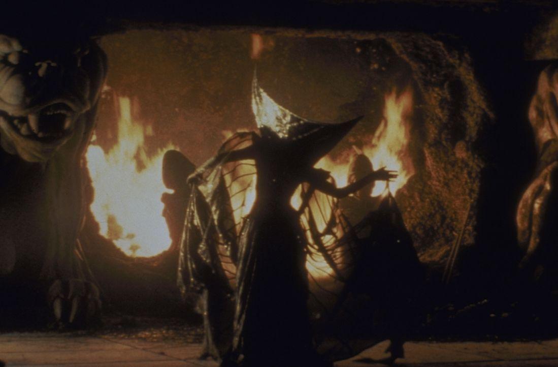 Lili (Mia Sara) soll im Auftrag des Fürsten der Finsternis das gefangene Einhorn töten ... - Bildquelle: Universal Pictures