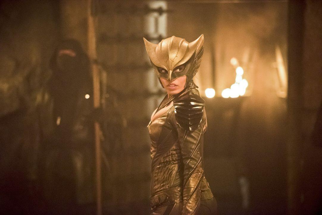 Nach und nach wird Kendra alias Hawkgirl (Ciara Renée) klar, dass der Aufenthalt in der Vergangenheit sie und auch ihre Kräfte verändert hat ... - Bildquelle: 2015 Warner Bros.