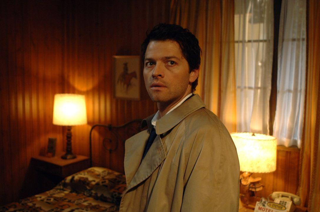 Sieben Engel wurden getötet, und Castiel (Misha Collins) und Uriel rekrutieren Dean, um herauszufinden, wer es war ... - Bildquelle: Warner Bros. Television