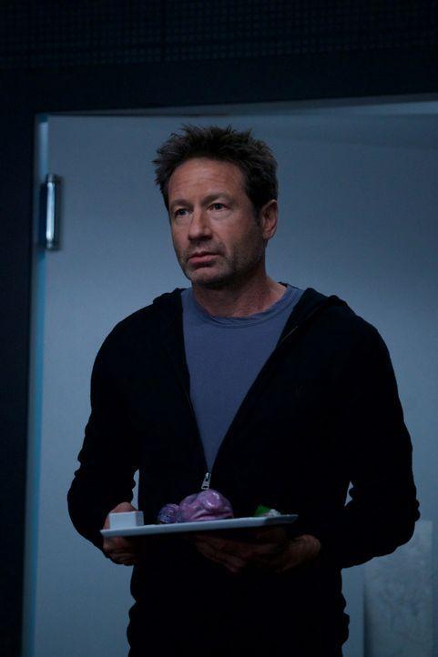 Als Mulder (David Duchovny) feststellt, dass sogar die Köche im Restaurant nur Maschinen sind, ist er geschockt, doch da ahnt er noch nicht, dass es... - Bildquelle: Shane Harvey 2018 Fox and its related entities. All rights reserved. / Shane Harvey