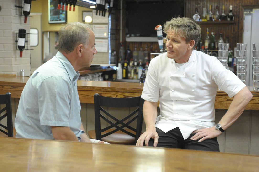 """Das Testessen im """"Mill Street Bistro"""" in Norwalk, Ohio fällt bei Gordon Ramsey (r.) komplett durch ... Liegt es daran, dass Besitzer Joe Nagy (l.) d... - Bildquelle: Jeff Neira FOX / Jeff Neira"""