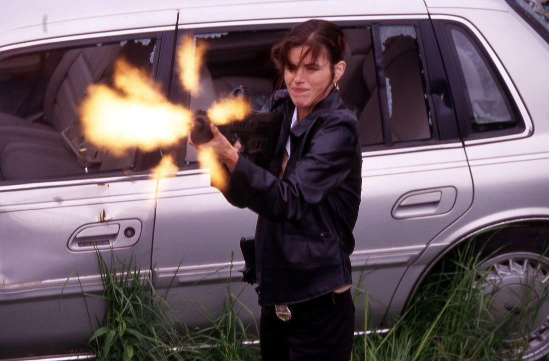 Ausgerechnet an dem Tag, an dem ihr Kollege, der sie anlernen soll, umgebracht werden soll, beginnt Billies (Polly Shannon) erster Arbeitstag bei de... - Bildquelle: Nu-Image Films