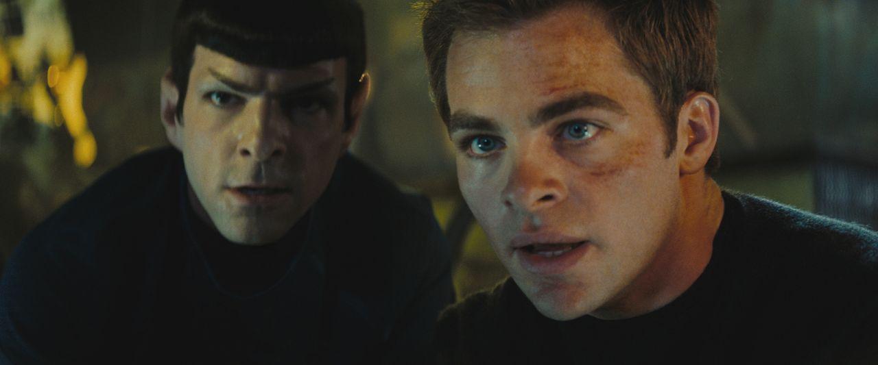 Kirk (Chris Pine, r.) und Spock (Zachary Quinto, l.) sind zunächst erbitterte Konkurrenten. Während sich Kirk auf sein Bauchgefühl verlässt, geht Sp... - Bildquelle: Paramount Pictures