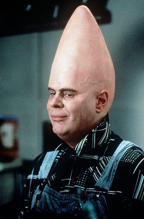 Dem Außerirdischen Beldar (Dan Aykroyd) bleibt nichts anderes übrig, als es sich nach einer Notlandung mit seiner Familie auf dem Planeten Erde so a... - Bildquelle: Paramount Pictures