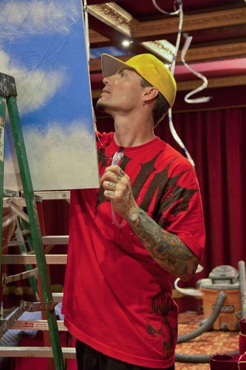 Gibt alles, damit er und sein Team ein Heimkino Deluxe erschaffen können: Vanilla Ice ... - Bildquelle: 2012, DIY Network/Scripps Networks, LLC.  All Rights Reserved