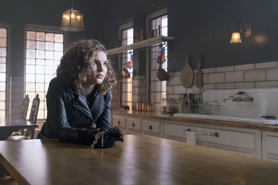 Um ihre Schuldgefühle wegen Ivy wenigstens etwas einzudämmen, bittet Selina (Camren Bicondova) Bruce um einen Gefallen ... - Bildquelle: 2017 Warner Bros.