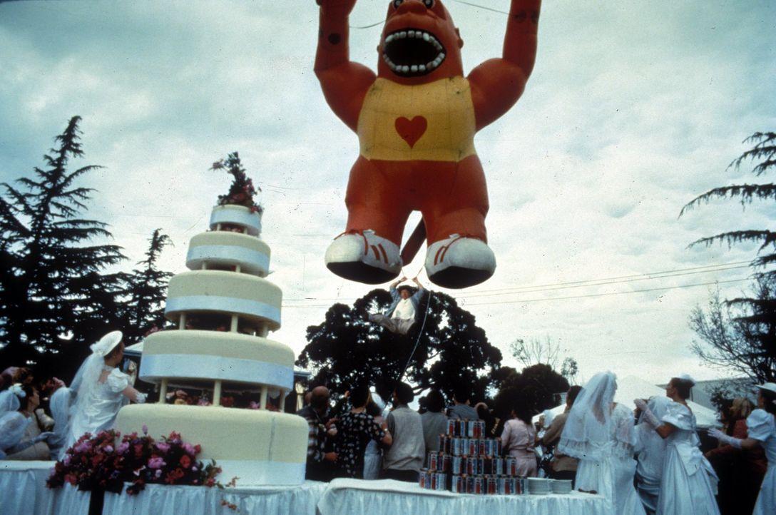 Nachdem Jackie (Jackie Chan) ein komplettes Einkaufszentrum in Schutt und Asche gelegt hat, muss er einen ungewöhnlichen Fluchtweg nehmen ... - Bildquelle: Warner Bros.