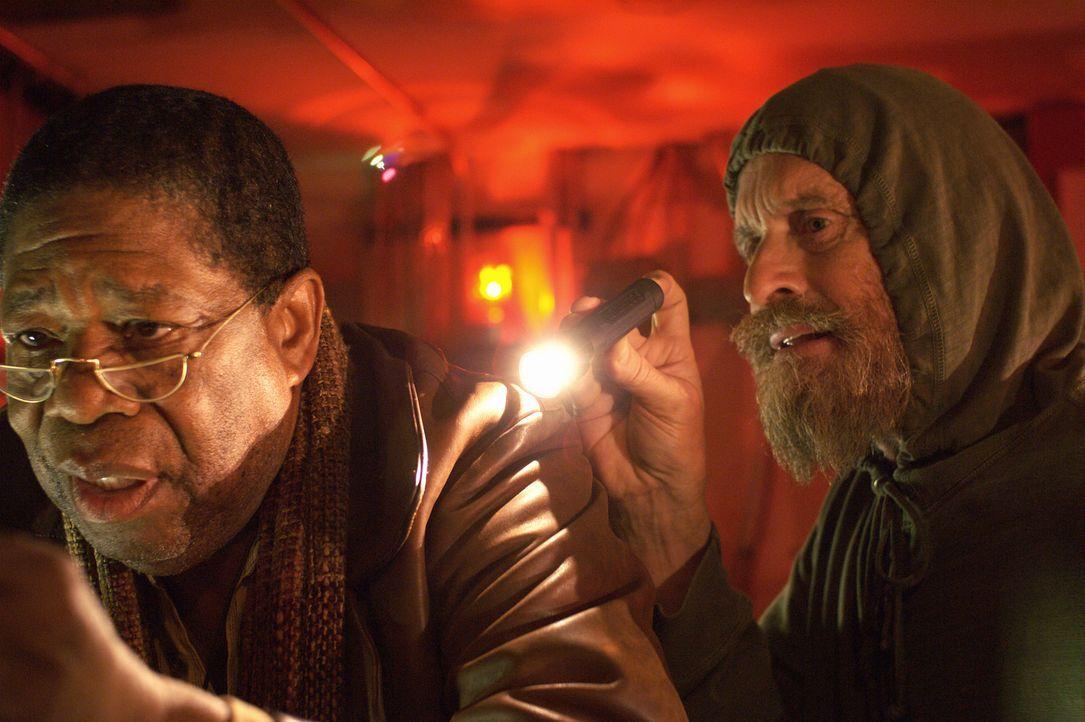 Mit Hilfe des alternden Pepper (Willis Burks II, l.), einem Jugendfreund und Musiker-Kollegen, bricht Charlie (Michael Douglas) zu nächtlicher Stund... - Bildquelle: Nu Image