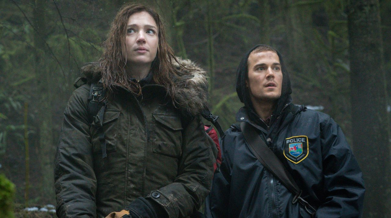 Jamie (Kristen Connolly, l.) sollte sich besser vor Logan (Josh Salatin, r.) in Acht nehmen ... - Bildquelle: Liane Hentscher 2016 CBS Broadcasting Inc. All Rights Reserved.