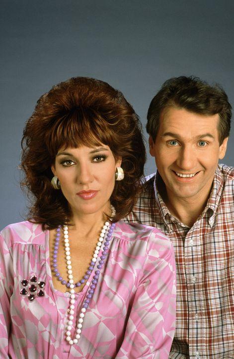 (1. Staffel) - Gegensätze ziehen sich an: Al Bundy (Ed O'Neill, r.) und seine Frau Peggy (Katey Sagal, l.) - Bildquelle: Sony Pictures Television International. All Rights Reserved.