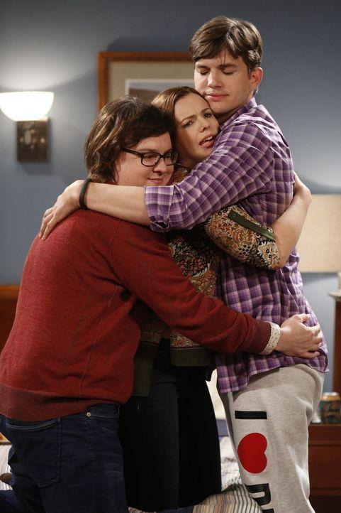 Gemeinsam sind sie stark: Barry (Clark Duke, l.) und Jenny (Amber Tamblyn, M.) unterstützen Walden (Ashton Kutcher, r.) bei der Suche nach seinem er... - Bildquelle: Warner Brothers Entertainment Inc.
