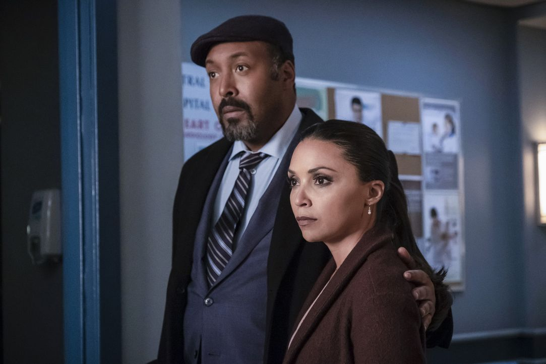 Joe (Jesse L. Martin, l.); Cecille (Danielle Nicolet, r.) - Bildquelle: Katie Yu 2018 The CW Network, LLC. All rights reserved.