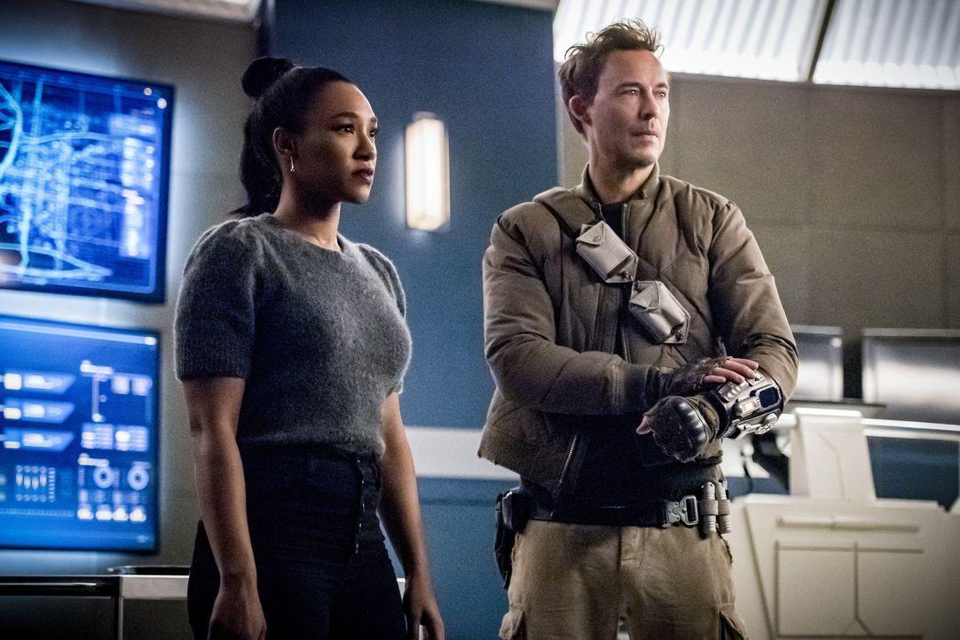 Iris West-Allen (Candice Patton, l.); Harrison 'Nash' Wells (Tom Cavanagh, r.) - Bildquelle: 2019 The CW Network, LLC. All rights reserved.