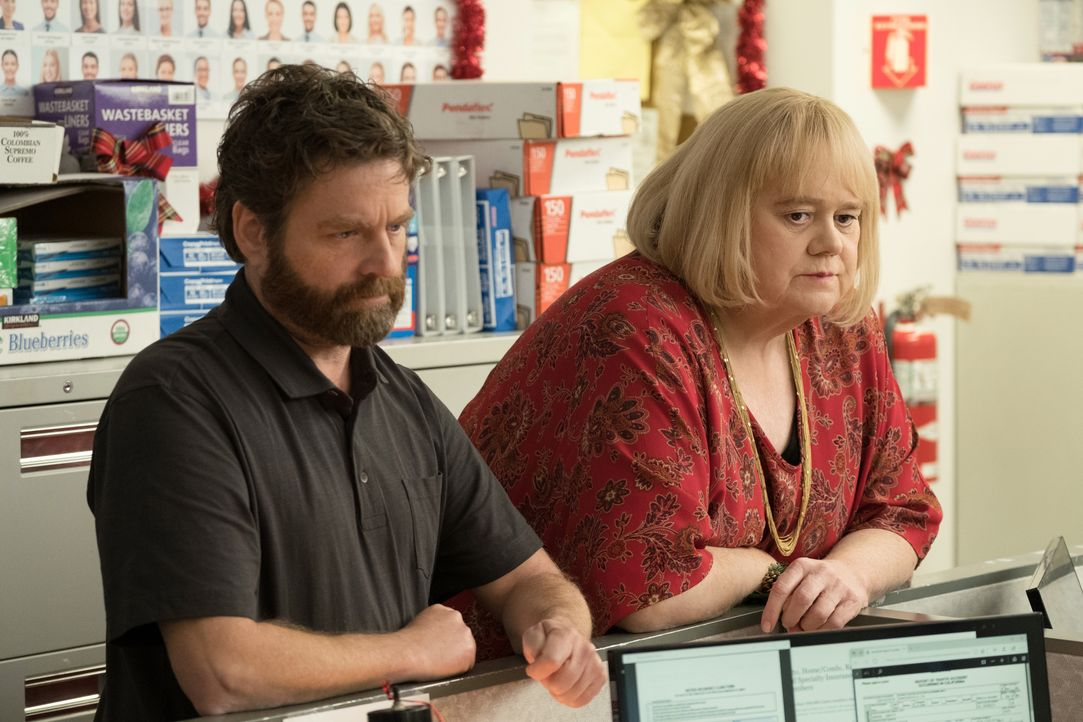 Chip Baskets (Zach Galifianakis, l.); Christine Baskets (Louie Anderson, r.) - Bildquelle: 2018 FX Productions, LLC.  All rights reserved.