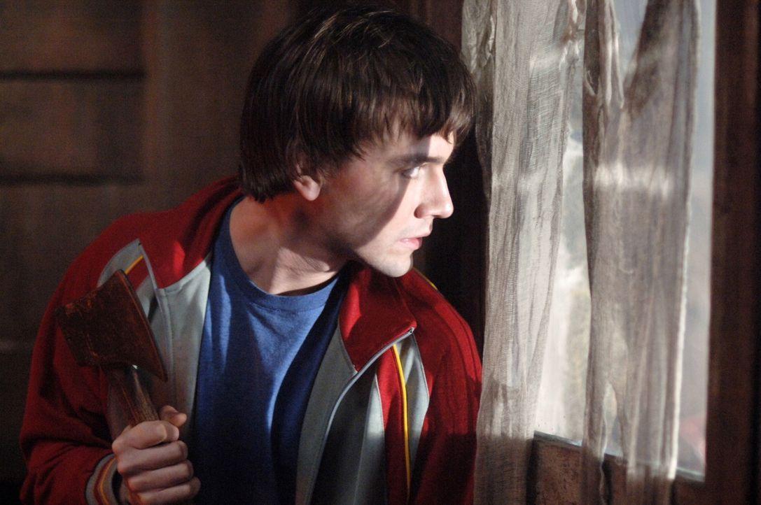 Während der Dreharbeiten geschehen merkwürdige Dinge. Ist Mitch (Torrance Coombs) darin verwickelt? - Bildquelle: Warner Bros. Television