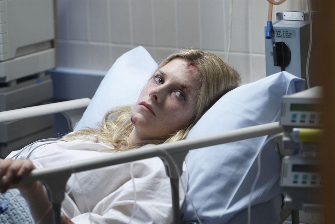 Sarah (Shauna MacDonald) kehrt als einzige Überlebende von einer Höhlentour zurück. Sie ist schwer traumatisiert und ohne Erinnerung. Deshalb wird s...