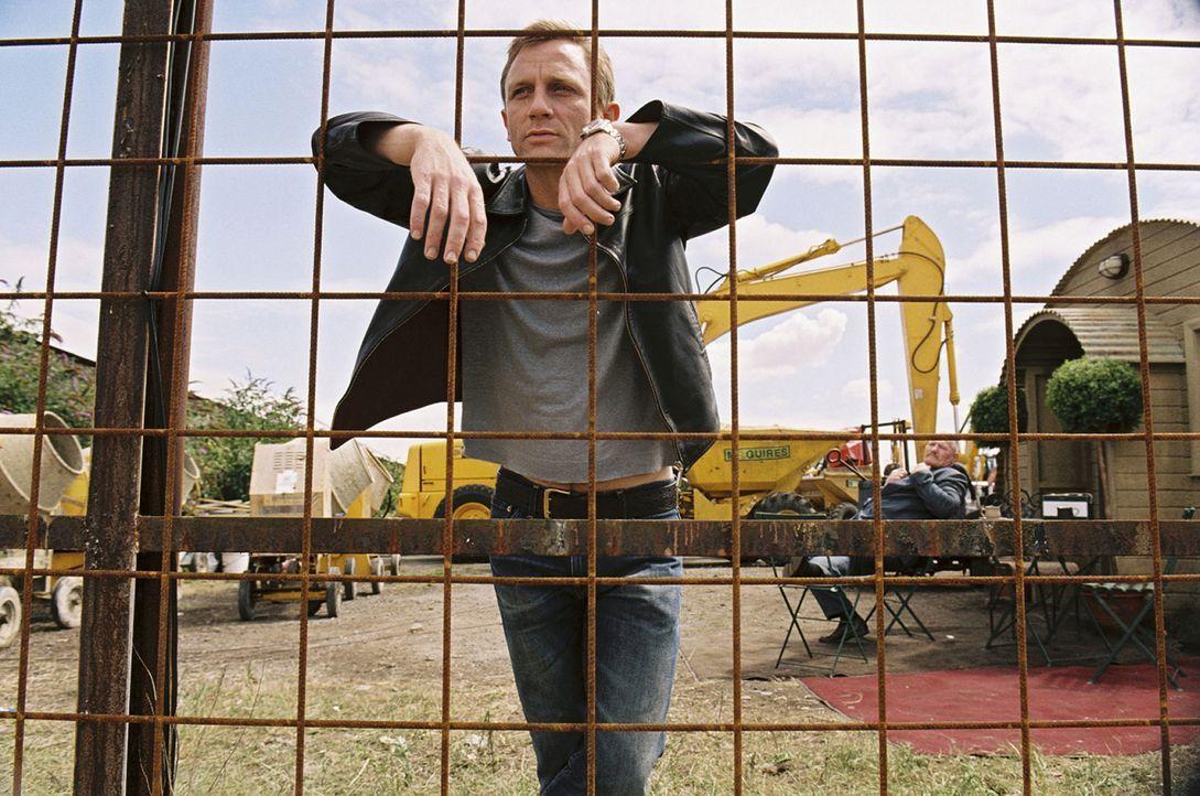 Er (Daniel Craig) hat es geschafft, sich trotz seiner schmutzigen Drogengeschäfte nie wirklich die Hände schmutzig zu machen, und so denkt er jetzt... - Bildquelle: 2004 Columbia Pictures Industries, Inc. All Rights Reserved.