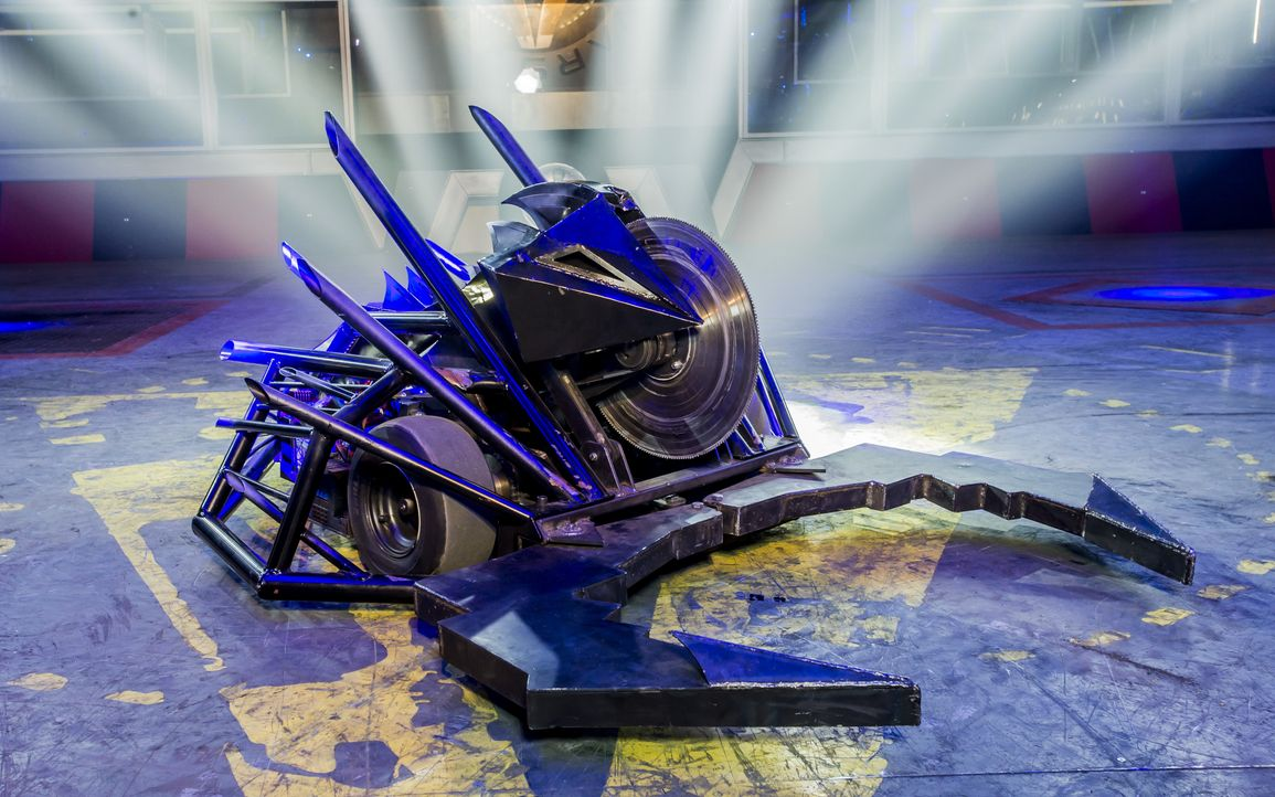 "Können die 40 Teams mit ihren selbst gebauten Robotern bei ""Robot Wars"" nicht nur einander besiegen, sondern auch gegen den Hausroboter Dead Metal u... - Bildquelle: Alan Peebles Licensed by Passion Distribution Ltd. / Alan Peebles"