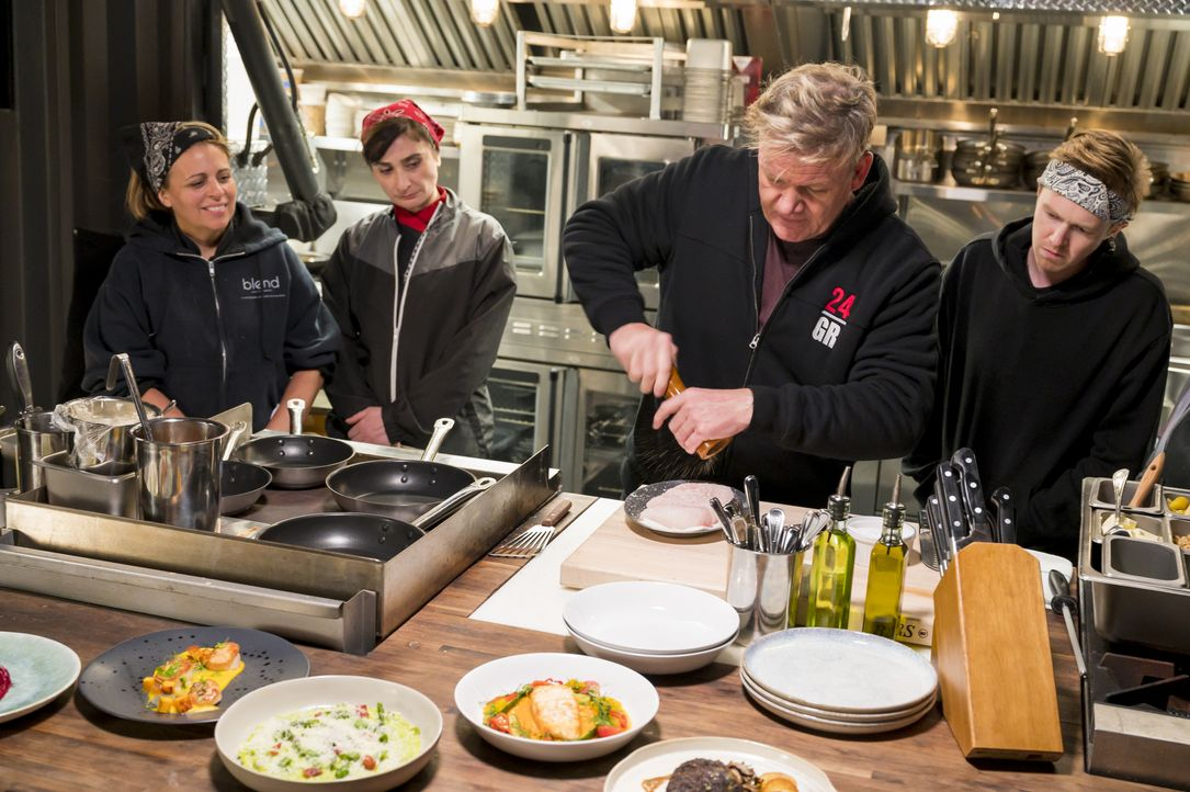 Gordon Ramsay (m.) - Bildquelle: Jeffrey Neira Studio Ramsay and all3media international / Jeffrey Neira