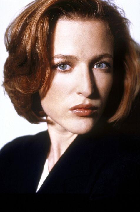 (7. Staffel) - Die FBI-Agentin Dana Scully (Gillian Anderson) findet auf viele Fragen keine Antworten. - Bildquelle: TM +   2000 Twentieth Century Fox Film Corporation. All Rights Reserved.