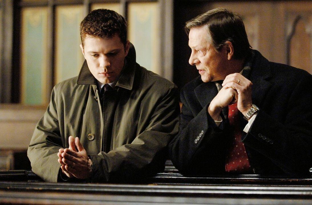 Der Gejagte ist ein ausgebuffter Fuchs und der Jäger ein absoluter Neuling: Robert Hanssen (Chris Cooper, r.) und Eric O'Neill (Ryan Phillippe, l.)... - Bildquelle: Universal Pictures