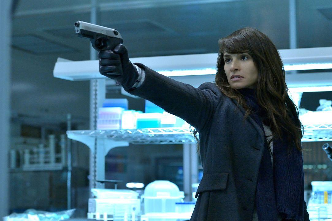 Während Nora (Mía Maestro) unermüdlich nach einer Möglichkeit sucht, wie sie die Vampire auslöschen kann, steigt Kelly in der Gunst des Meisters ...... - Bildquelle: 2015 Fox and its related entities. All rights reserved.
