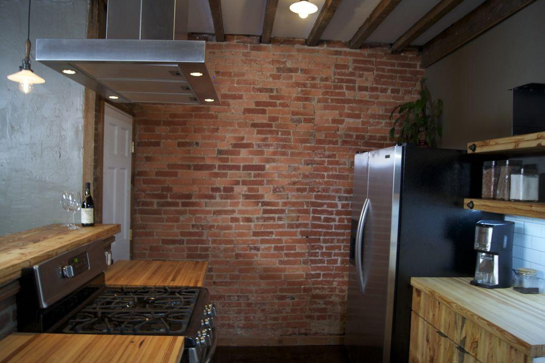 Eines wahres Goldstück von Junggesellen-Küche: Josh Temple und sein Team haben ganze Arbeit geleistet ... - Bildquelle: 2011, DIY Network/Scripps Networks, LLC.  All Rights Reserved