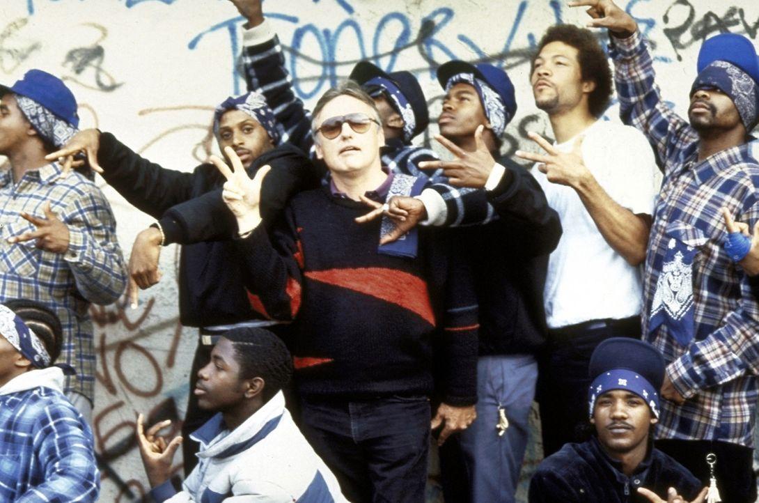 In Los Angeles tobt ein Bandenkrieg zwischen den Crips und den Bloods. Die einen tragen Blau, die anderen Rot - und bei den brutalen Straßenkämpfe... - Bildquelle: Orion Pictures Corporation
