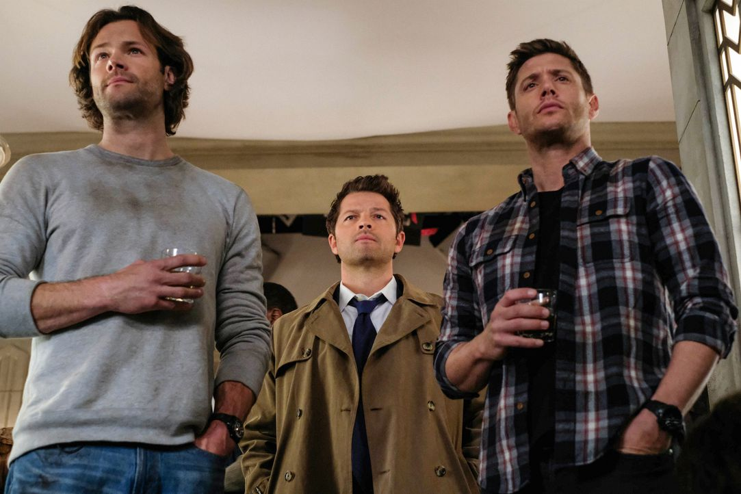 (v.l.n.r.) Sam (Jared Padalecki); Castiel (Misha Collins); Dean (Jensen Ackles) - Bildquelle: Robert Falconer 2018 The CW Network, LLC. All Rights Reserved / Robert Falconer